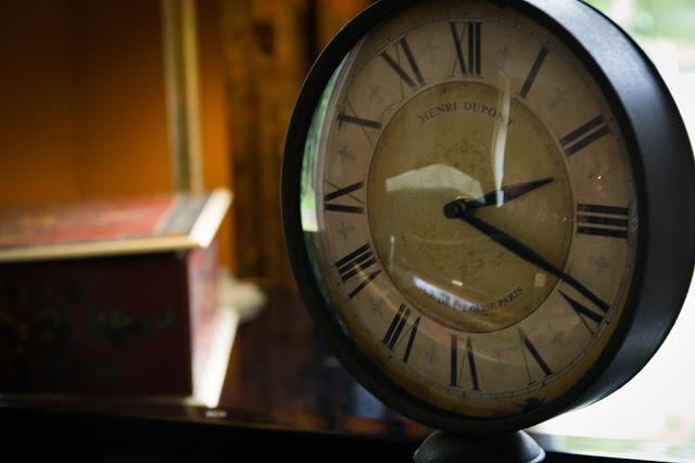 l'orologio corre, ma il tempo passa senza fretta